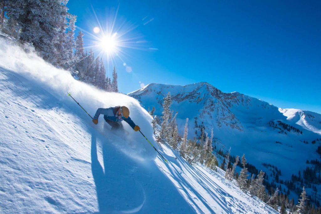 Beine, Oberkörper und Arme müssen beim Skifahren perfekt aufeinander eingestimmt sein