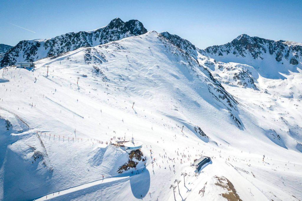 Zollfrei einkaufen in Andorra Grand Valira Ski. Pyrenäen-Gebirge