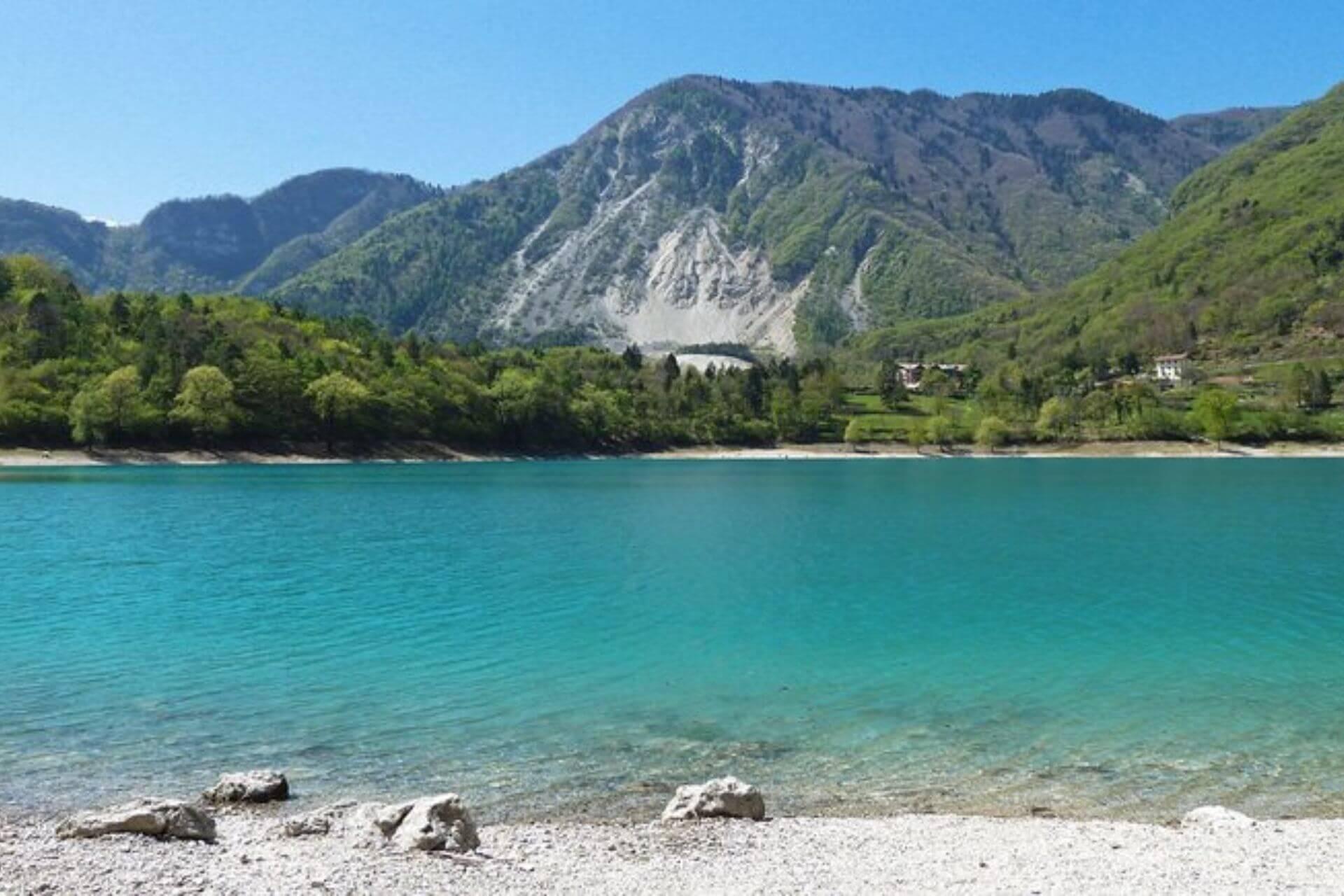 Der Tennosee zählt zu einem der saubersten Süßwasserseen Italiens