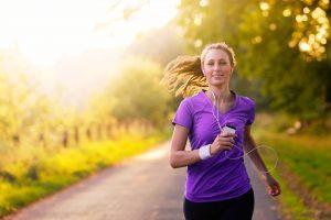 Summer_training_Germany_DE_woman_running_outside