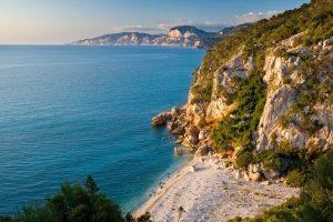 Klettern in Cala Gonone: Ein Paradies an der Küste Sardiniens