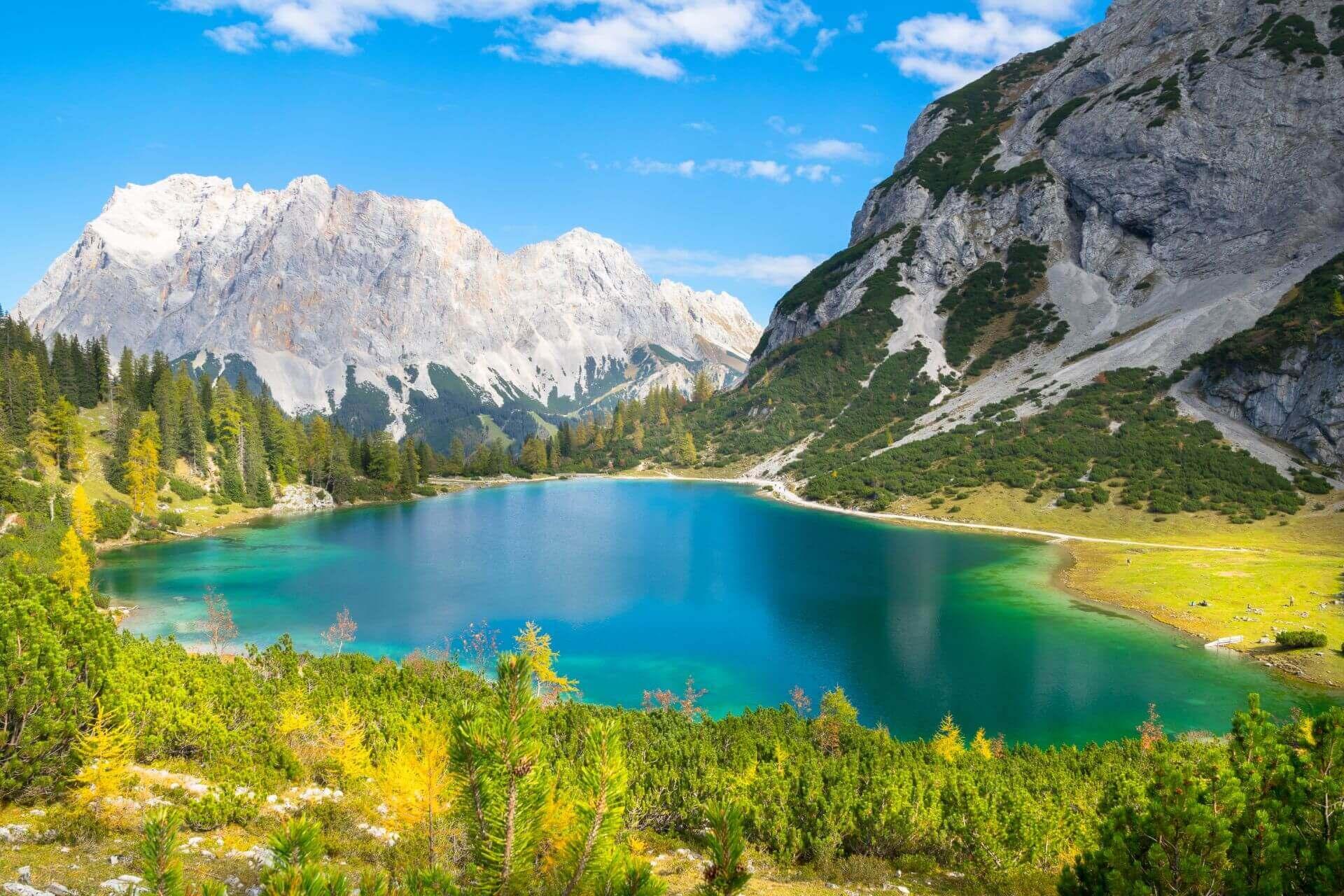 Blick über den glasklaren Seebensee in Tirol